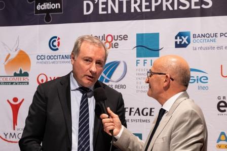 Remise de Trophée par Jean-Luc MOUDENC et Patrick PIEDRAFITA lors de la 5ème Cérémonie des Défis d'Entreprises